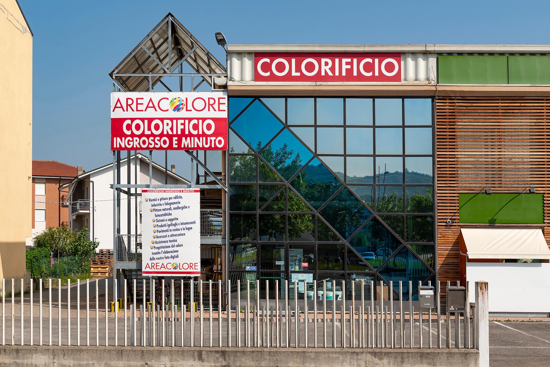 esterno del colorificio area colore ad alba in corso europa