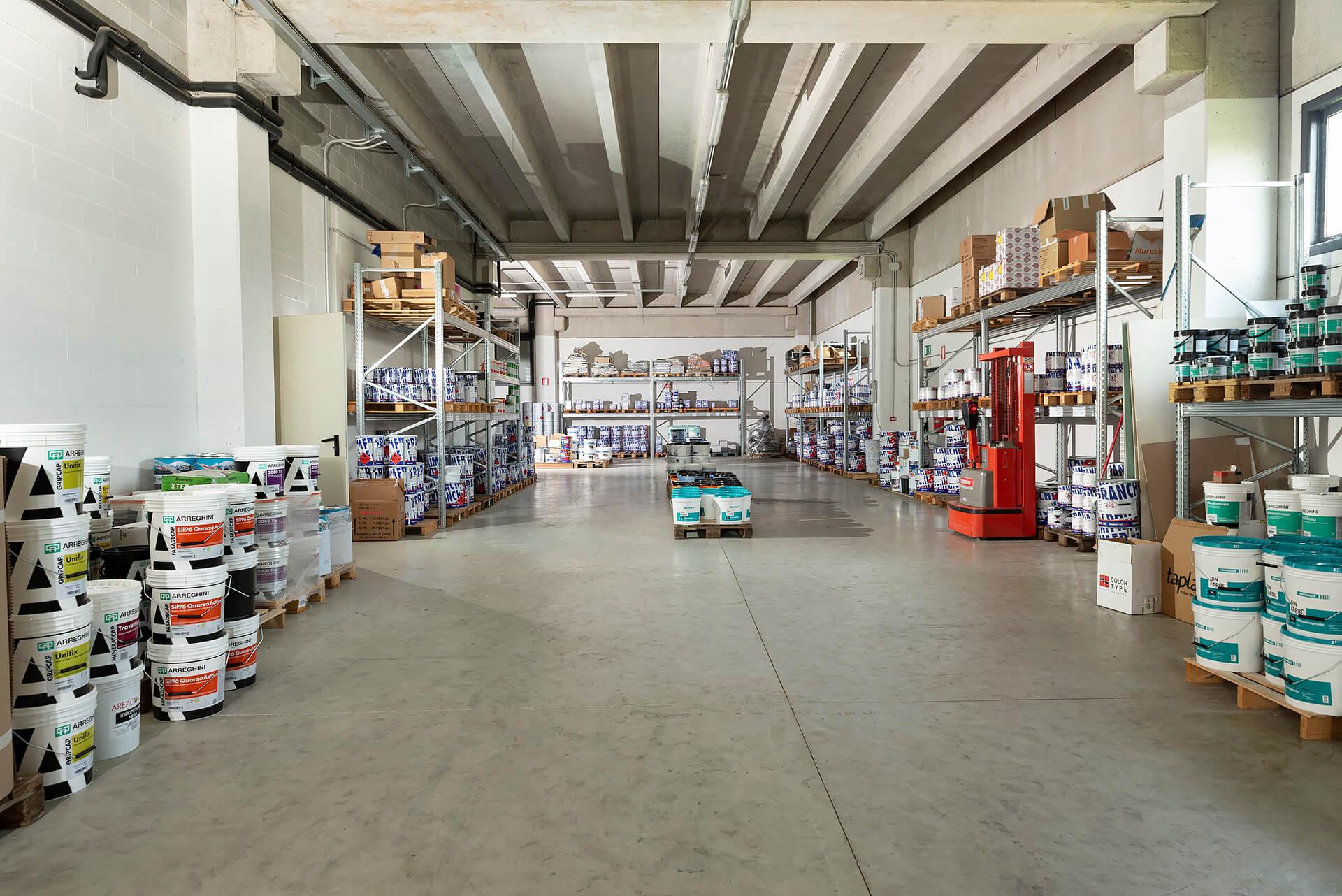 magazzino del colorificio area colore a clavesana